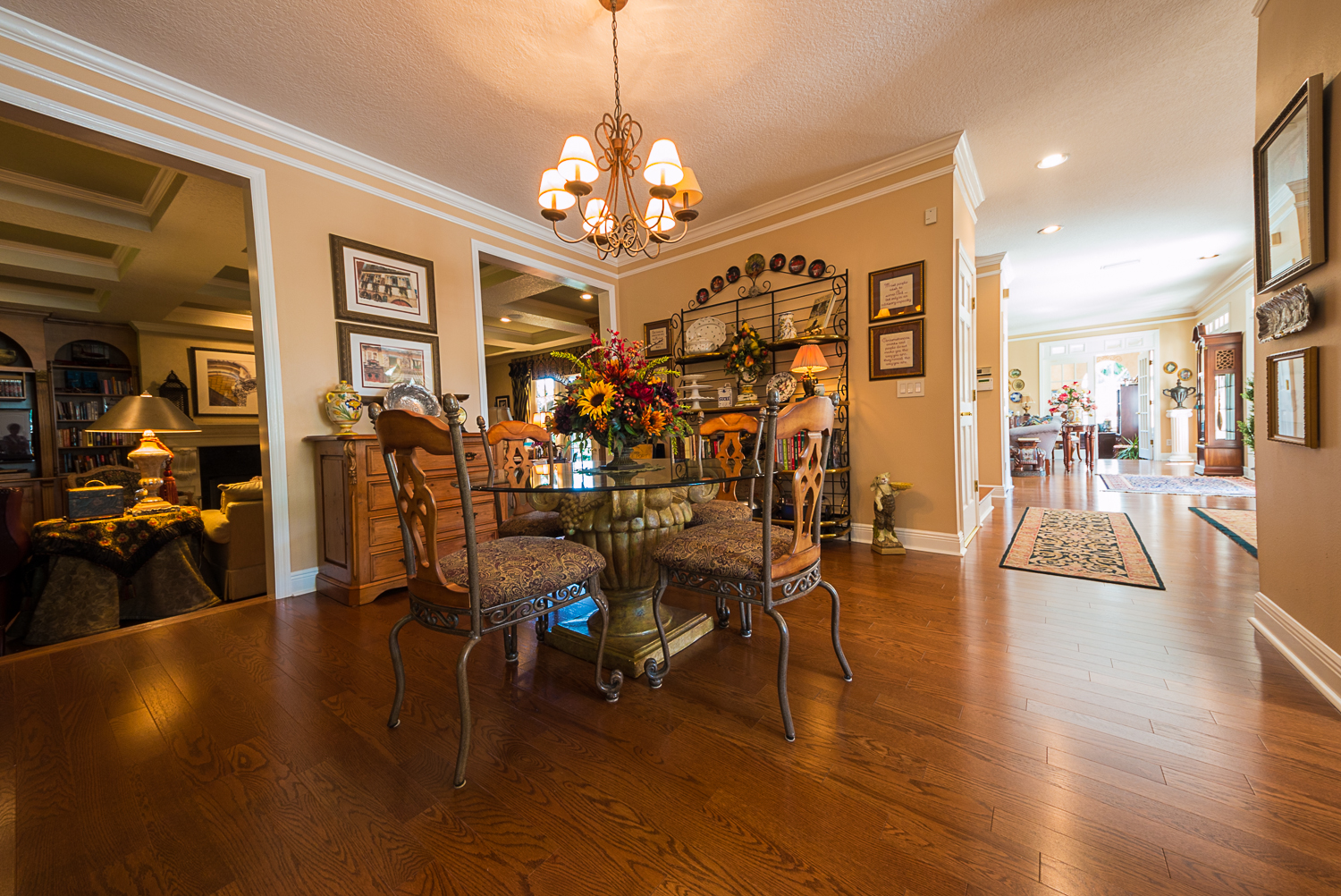 Mirage Sierra Oak Wood Flooring in Dining Room